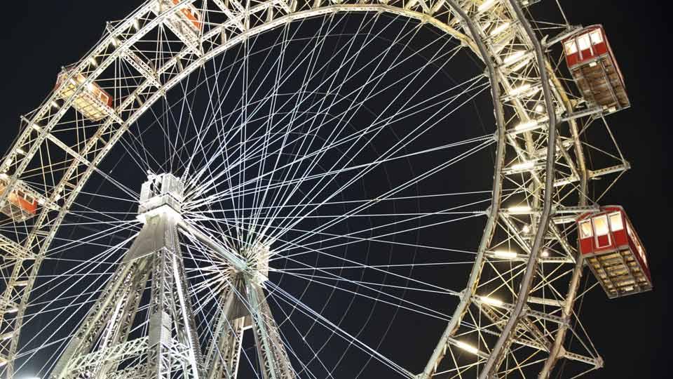 Das beleuchtete Riesenrad in Wien